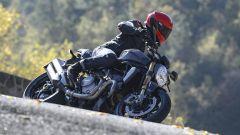 Nuova Ducati Monster 1200 S, curva