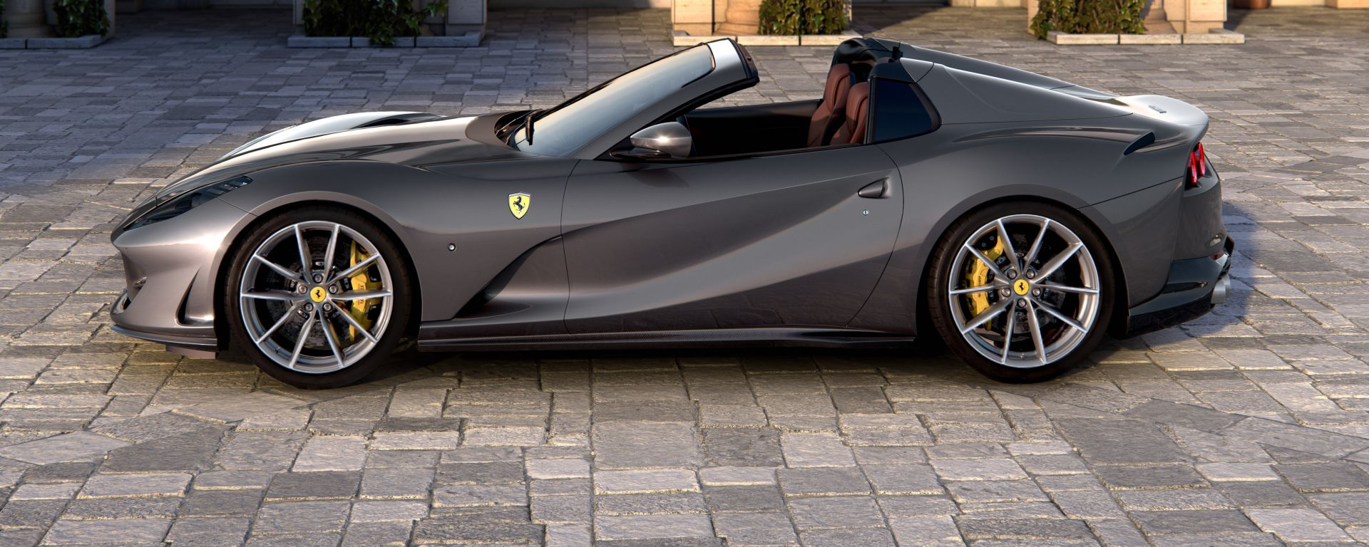 Nuova Ferrari 812 GTS, la fiancata