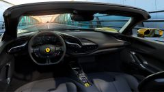 Nuova Ferrari SF90 Spider 2021: l'abitacolo