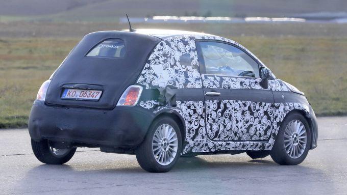 Nuova Fiat 500 elettrica 2020, vista 3/4 posteriore