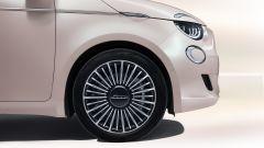 Nuova Fiat 500 Elettrica: i cerchi eleganti da 16