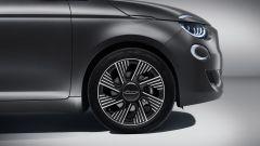 Nuova Fiat 500 Elettrica: i cerchi sportici da 17