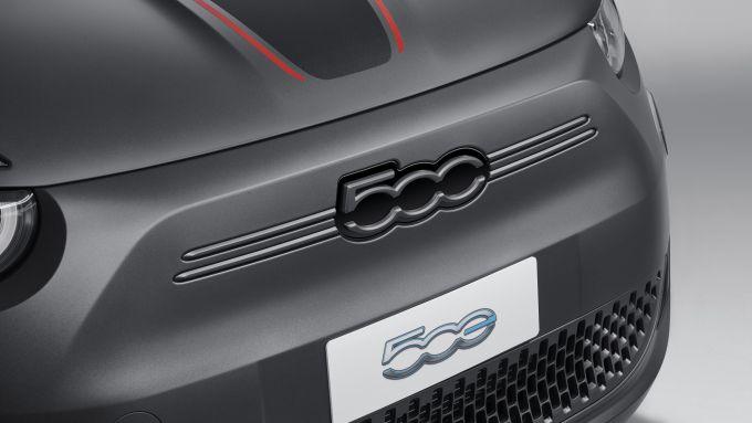 Nuova Fiat 500 Elettrica: il frontale della versione sportiva
