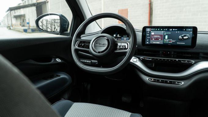 Nuova Fiat 500 Elettrica: interni