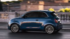 Nuova Fiat 500 elettrica, la fiancata