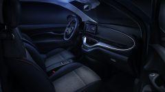 Nuova Fiat 500 Elettrica: l'abitacolo con la luce della lampada UV del D-fence pack per l'igienizzazione