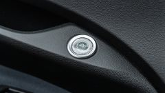 Nuova Fiat 500 Elettrica: tasto apertura portiera