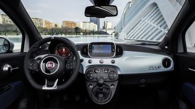 Nuova Fiat 500 Hybrid: la plancia completa