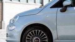Nuova Fiat 500 Hybrid: un dettaglio del taglio anteriore della 500 Hybrid