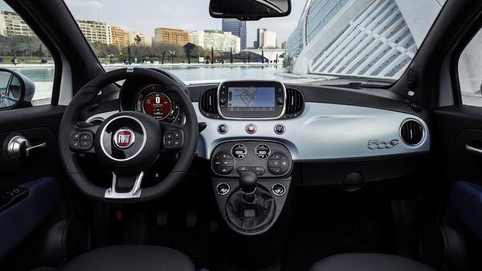 Nuova Fiat 500 Hybrid: una panoramica della plancia