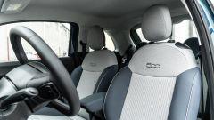 Nuova Fiat 500e Icon: i sedili anteriori rivestiti in tessuto ecologico