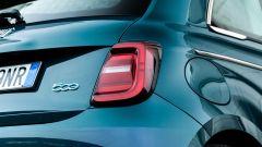 Nuova Fiat 500e Icon: il nuovo design dei fari a LED posteriori
