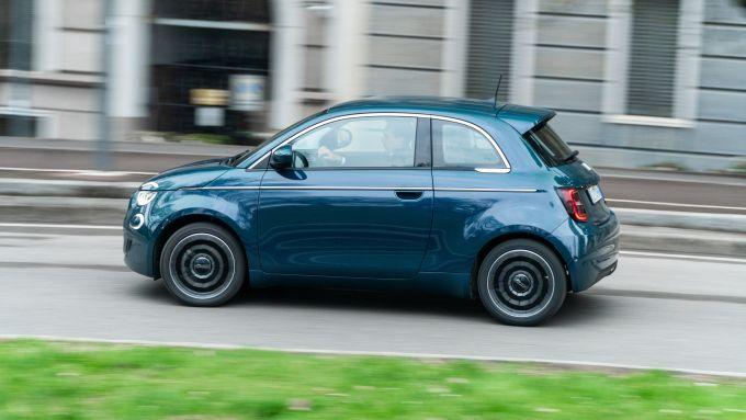Nuova Fiat 500e Icon: perfetta in città con autonomia vera di 260 km