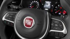 Nuova Fiat Argo: il volante ricco di tasti è rivestito in pelle