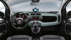 Nuova Fiat Panda Hybrid: l'abitacolo con il supporto per lo smartphone sulla parte alta della plancia