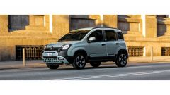 Nuova Fiat Panda Hybrid Launch Edition: una vista laterale in movimento