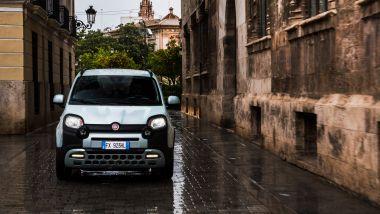 Nuova Fiat Panda Launch Edition: il frontale che mostra lo stile muscoloso