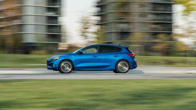 Nuova Ford Focus EcoBoost Hybrid ST Line X: agile e scattante in città e fuori dal traffico