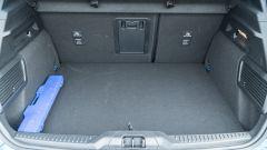 Nuova Ford Focus EcoBoost Hybrid ST Line X: il vano bagagli dal profilo regolare