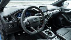 Nuova Ford Focus EcoBoost Hybrid ST Line X: l'abitacolo rifinito molto bene