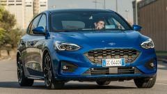 Nuova Ford Focus EcoBoost Hybrid ST Line X: le sospensioni limitano il rollìo in curva
