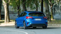 Nuova Ford Focus EcoBoost Hybrid ST Line X: precisa nelle traiettorie a velocità sostenuta