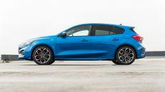 Nuova Ford Focus EcoBoost Hybrid ST Line X: profilo equilibrato e look sportivo