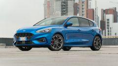 Nuova Ford Focus EcoBoost Hybrid ST Line X: una vista di 3/4 anteriore