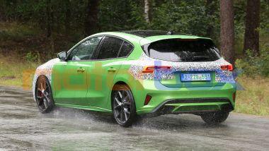 Nuova Ford Focus ST 2022: l'indizio che la identifica è il doppio scarico