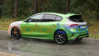 Nuova Ford Focus ST 2022: si intravedono dischi di grande diametro con pinze freno rosse