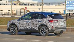 Nuova Ford Kuga 2020: vista 3/4 posteriore