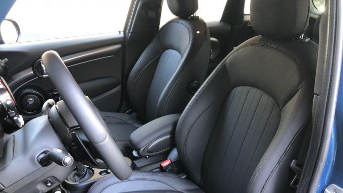 Nuova gamma Mini 2021: i sedili sportivi in pelle della Cooper S 5 porte