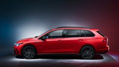 Nuova Golf 8 Variant R-Line: visuale laterale