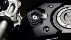 Nuova Honda CB1000R 2018: dettaglio del blocchetto d'attenzione