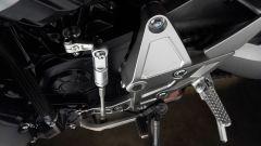 Nuova Honda CB1000R 2018: dettaglio della pedana guidatore