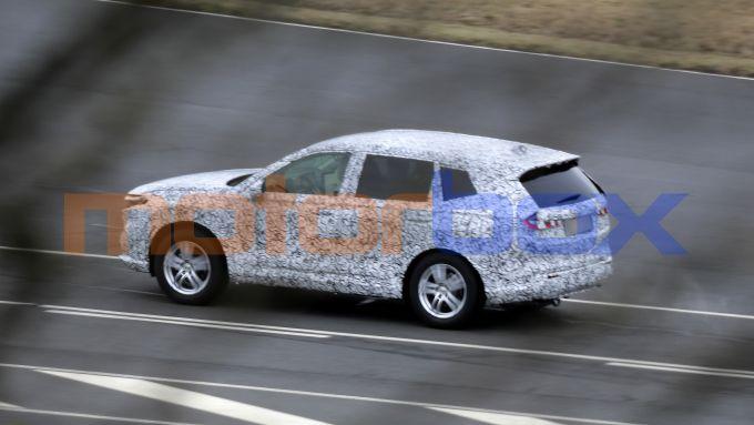 Nuova Honda CR-V 2022: i prototipi durante le prove in pista