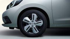 Nuova Honda Jazz 2020: un dettaglio dell'avantreno e dei cerchi della vettura