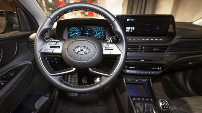 Nuova Hyundai Bayon: l'abitacolo con cruscotto digitale e display infotainment da 10,25''