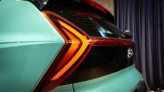 Nuova Hyundai Bayon: un dettaglio dei fari posteriori a LED a forma di freccia