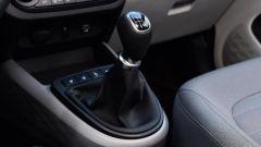 Nuova Hyundai i10 2020: la leva del cambio manuale a 5 marce