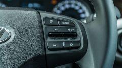 Nuova Hyundai i10: dettaglio del volante