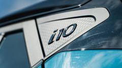 Nuova Hyundai i10: il badge i10 sul montante posteriore