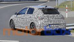 Nuova Hyundai i20 N al Nurburgring: visuale di 3/4 posteriore