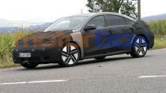 Hyundai Ioniq 6: le foto spia del prototipo durante i test