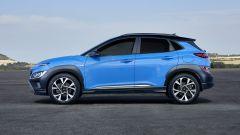 Nuova Hyundai Kona 2021: profilo moderno ed equilibrato per la crossover compatta coreana