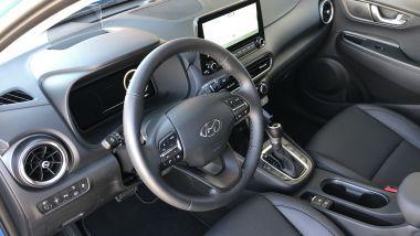 Nuova Hyundai Kona Hybrid 2021: l'abitacolo del B-SUV coreano