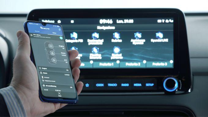 Nuova Hyundai Kona Hybrid: i servizi telematici BlueLink con app per smartphone
