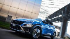 Hyundai Kona Hybrid 2021: la prova video del SUV coreano