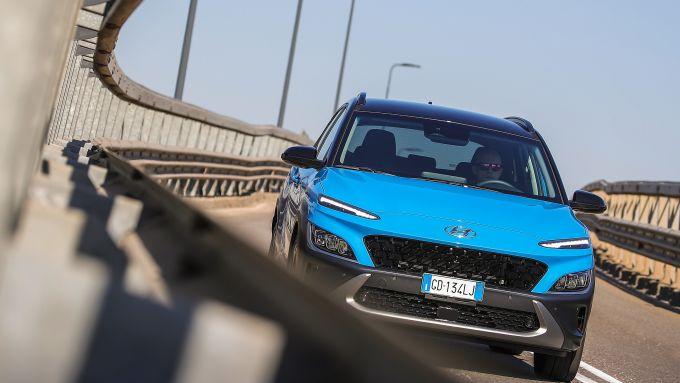 Nuova Hyundai Kona Hybrid: motore ibrido con 141 CV complessivi