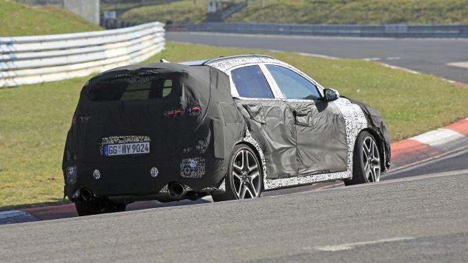 Nuova Hyundai Kona N: sotto la mimetica si celano spalle larghe e motore palestrato